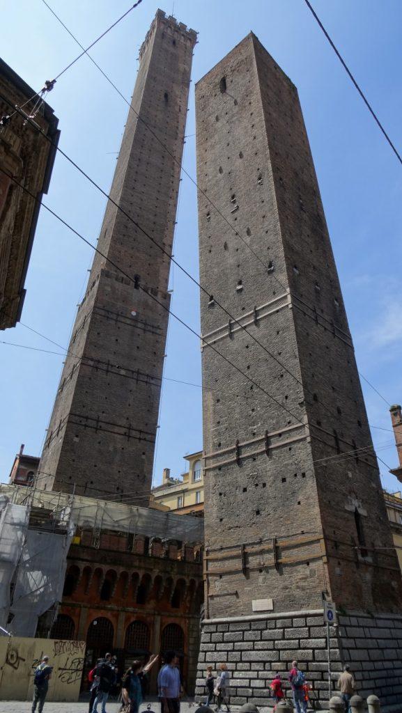 Bologna de twee torens van Asinelli